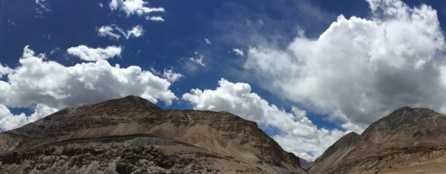 Leh travel confluence point of zanskar and indua